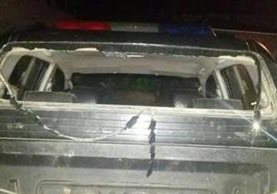 Autopatrulla de la PNC resultó dañada por ataque de delincuentes en San Mateo Ixtatán. (Foto Prensa Libre:)