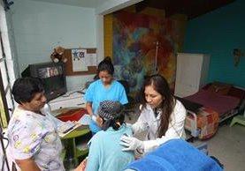 La fundación Ammar Ayudando, en el km 14.5 carretera a El Salvador, brinda cuidados paliativos a personas con enfermedades terminales. (Foto Prensa Libre: Eduardo González)