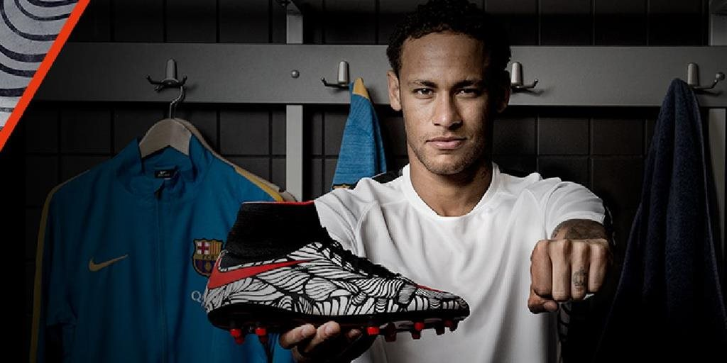Neymar presenta sus nuevos zapatos Nike Hypervenom