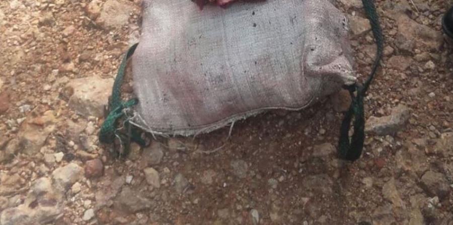 Costal en el que fue localizada la carne, en Flores, Petén. (Foto Prensa Libre: Rigoberto Escobar).