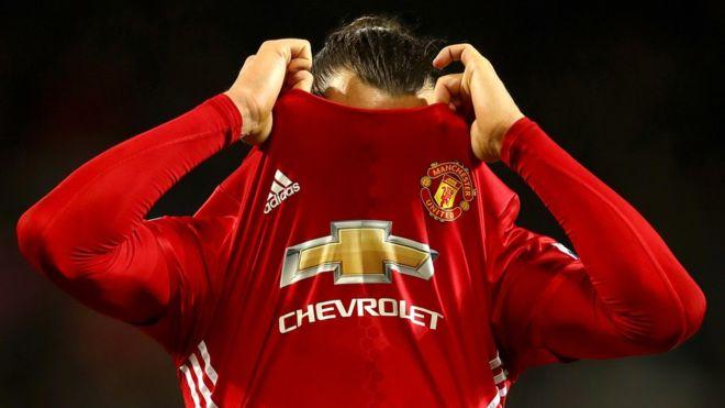 Zlatan Ibrahimovic ha respondido con goles, pero no han sido suficientes para colocar a Manchester United más arriba en la clasificación. (Foto Prensa Libre: Getty Images)