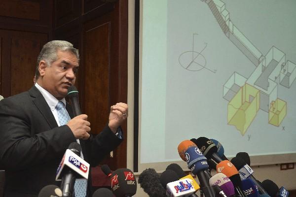 Mamdouh al-Damati expone los resultados realizado en la tumba de Tutankamón.