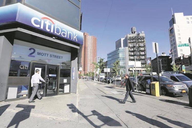 Los directivos de Citibank anunciaron en octubre de 2,014, el proceso de venta. (Foto Prensa Libre: Hemeroteca PL)