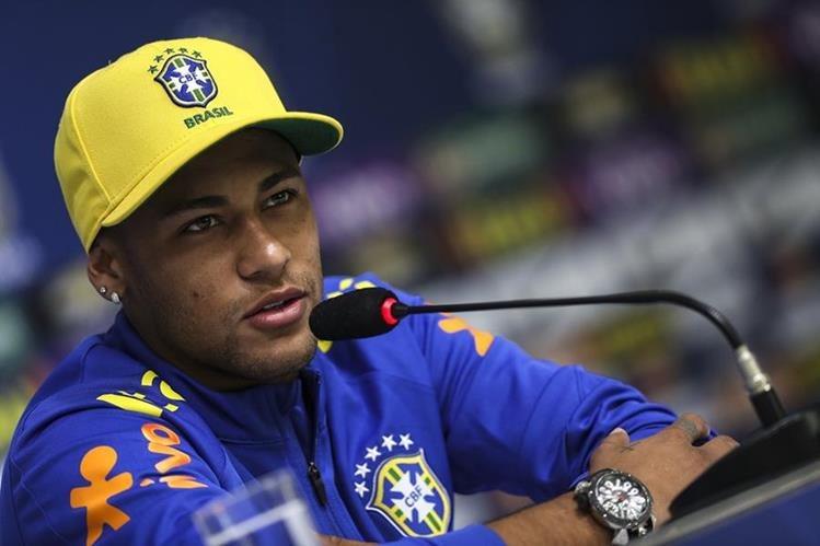 El brasileño Neymar durante la conferencia de prensa de este martes en Río. (Foto Prensa Libre:EFE)