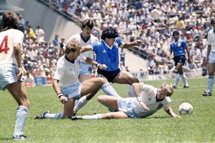 Diego Armando Maradona, en el 'Gol del Siglo'. (Foto Prensa Libre: Hemeroteca PL)