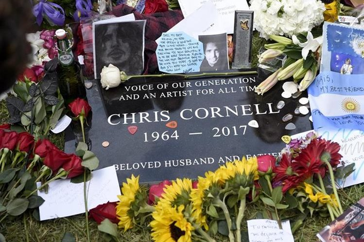 Tumba del cantante Chris Cornell, en el Cementerio de Hollywood. (Foto Prensa Libre, AP)