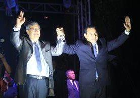 Jafeth Cabrera y Jimmy Morales, vicepresidente y presidente electos, celebran al conocer los resultados de la segunda vuelta. (Foto Prensa Libre: Hemeroteca PL)