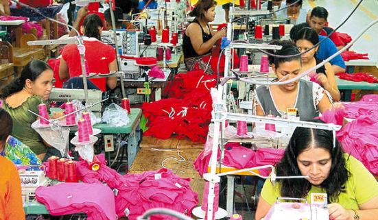 Fabricantes de ropa y otros artículos que se producen en zonas francas amenazan con retirarse del país. (Foto Prensa Libre: Hemeroteca PL)