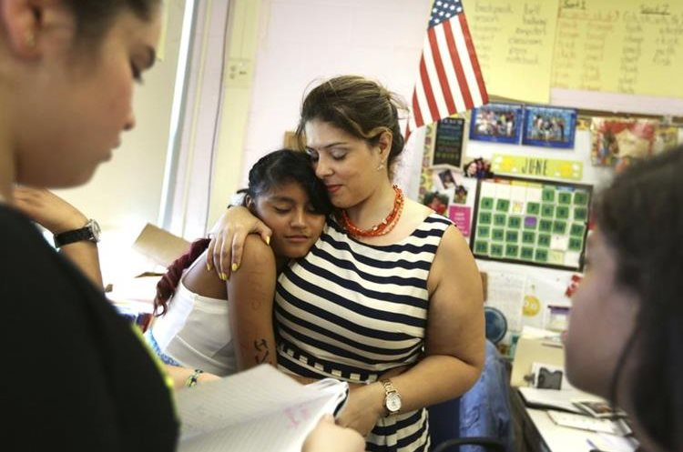 Mirna Vásquez es otra niña inmigrante que estudia en una escuela en Brentwood, Nueva York. (Foto Prensa Libre: AP)