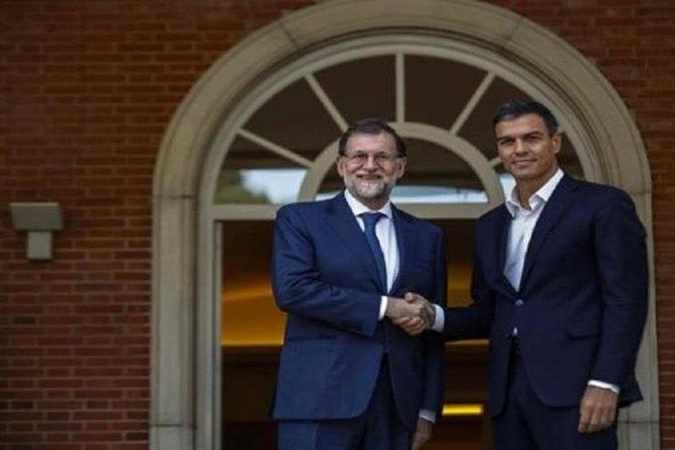 Mariano Rajoy, izquierda y Pedro Sánchez se han reunido con asiduidad por la situación en Cataluña. (Foto Prensa Libre: EFE)