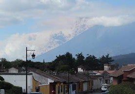 Erupción del Volcán de Fuego vista desde Antigua Guatemala, Sacatepéquez. (Foto Prensa Libre: Miguel López)