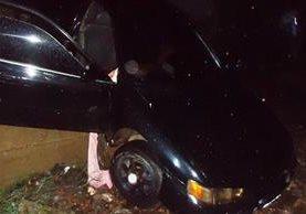 """<p>Vehículo en donde fueron hallados los dos cadáveres en Chiquimula. (Foto Prensa Libre: Edwin Paxtor)<br _mce_bogus=""""1""""></p>"""