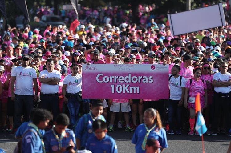 Las corredoras de la distancia de 10 kilómetros, minutos antes de salir.