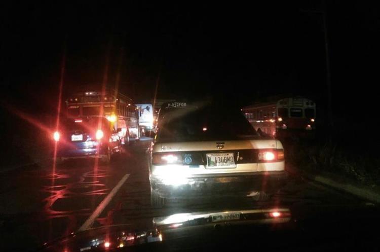 Automovilistas quedaron atrapados por unas tres horas en ruta Interamericana.