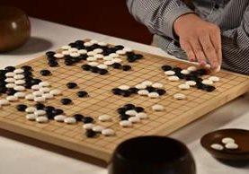 El Alpha Go Zero ha perfeccionado su estrategia de Go, mientras que a los jugadores les ha tomado siglos. (Foto Prensa Libre: El País).