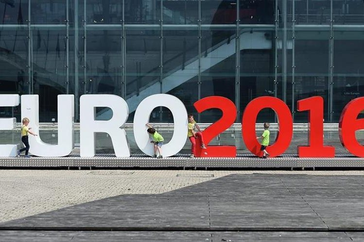 La Eurocopa iniciará este viernes y se afinan los úitimos detalles para la inauguración. (Foto Prensa Libre: EFE)