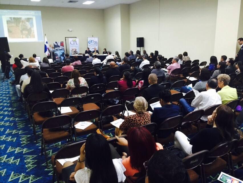 Expertos discuten sobre la función del libro en la región. (Foto Prensa Libre: FB Feria del libro de Panamá)