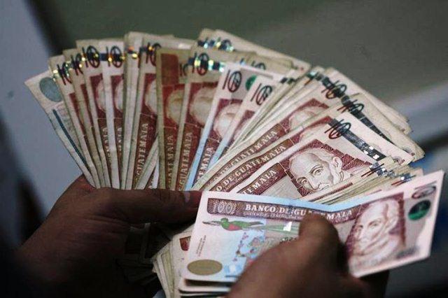 El Ejecutivo en medio de la austeridad pregonada gastó Q659.4 millones para pagar bonos extraordinarios. (Foto Prensa Libre: Hemeroteca PL)