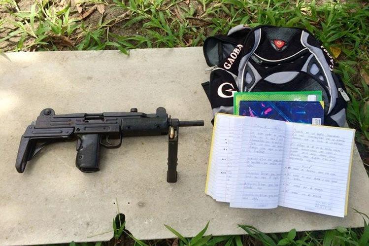 Arma decomisada el estudiante en Izabal. (Foto Prensa Libre: Dony Stewart).
