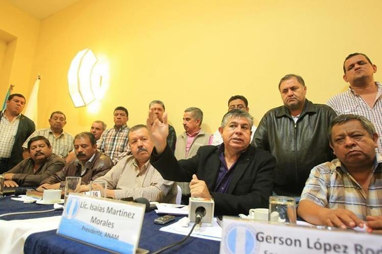 Alcalden anunciaron la posibilidad de medidas legales por notener recursos. (Foto Prensa Libre: Esbin García)