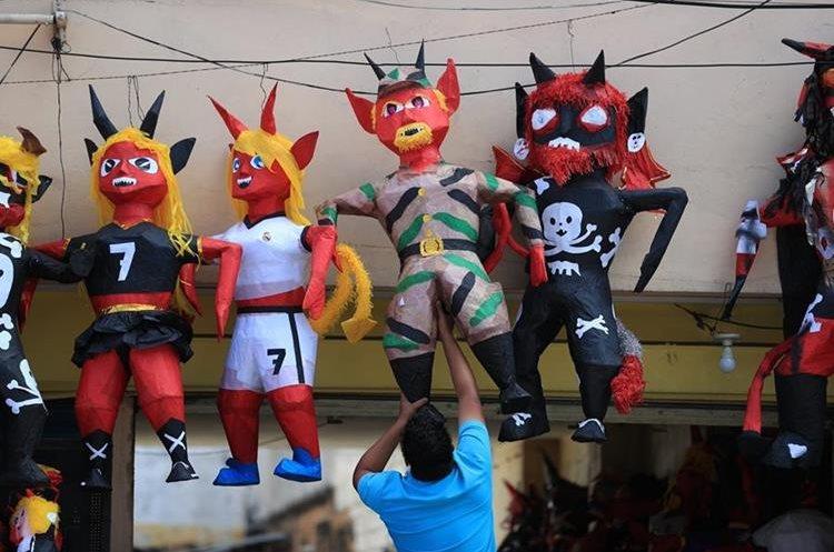 Los vendedores de piñatas aprovechan para vender representaciones de distintos personajes
