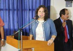 La viceministra de Agricultura, Eufrosina Santa María, tomaba el sol en horario laboral. (Foto Prensa Libre: Agraria)