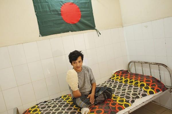 Abul Bajandar ha tenido que ser intervenido en 16 ocasiones en las manos y las piernas. (EFE).