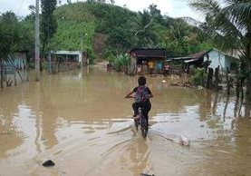 Varias comunidades de Petén fueron afectadas por la lluvia del fin de semana último. (Foto Prensa Libre: Conred)