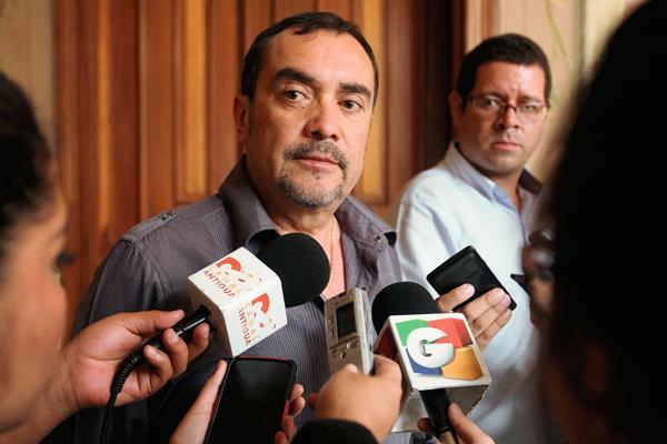 El Diputado del    partido Patriota ,Valentín Gramajo, habla de la multa impuesta por campaña anticipada( Foto Prensa Libre: Paulo Raquec).