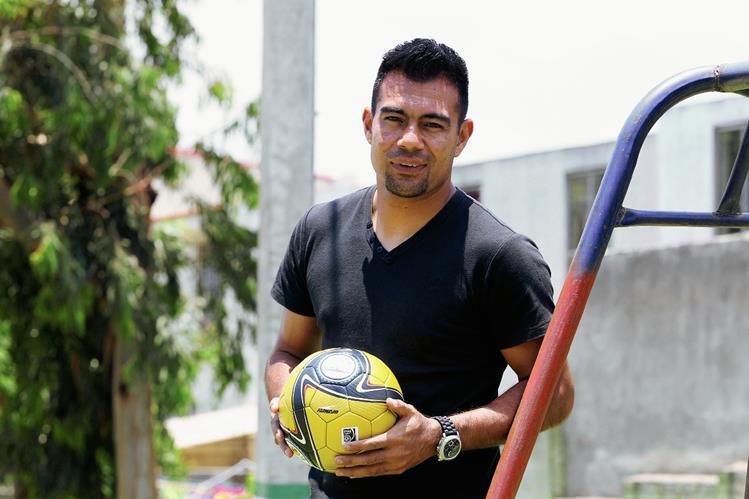 Paulo César Motta, disfruta del logro conseguido. ( Prensa Libre: Óscar Felipe).