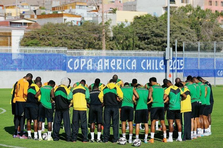 El combinado jamaicano se encuentra concentrado y motivado por el duelo ante Uruguay.  (Foto Prensa Libre: EFE)