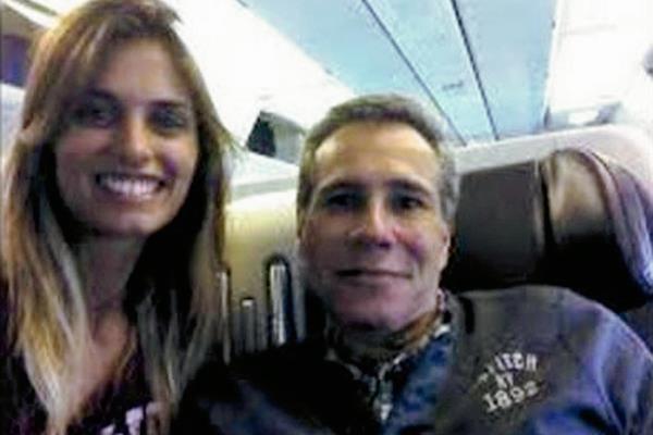 La modelo argentina Florencia Cocucci, de 25 años, fue citada tras el hallazgo de fotos en las que aparecía junto a Alberto Nisman. (Internet).