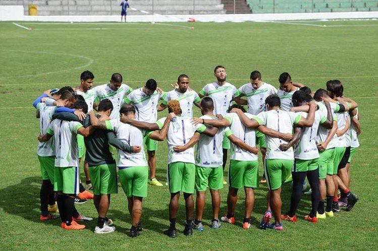 Antigua GFC superó a Comunicaciones en partido amistoso disputado en el estadio Pensativo. (Foto Prensa Libre: Francisco Sánchez).