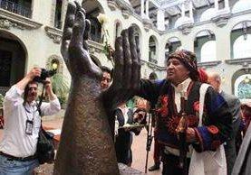 <p>El cambio de la Rosa se hace para conmemorar la firma de los acuerdos de paz. (Foto Prensa Libre: Archivo)</p>