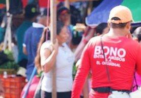 Este tipo de loterías prolifera en mercados de las ciudades. (Foto Prensa Libre).