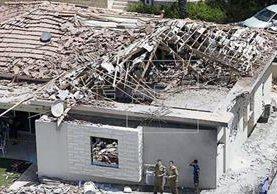 Vista de una vivienda dañada por un cohete procedente de Gaza, en Ashkelon. (Foto Prensa Libre: EFE).