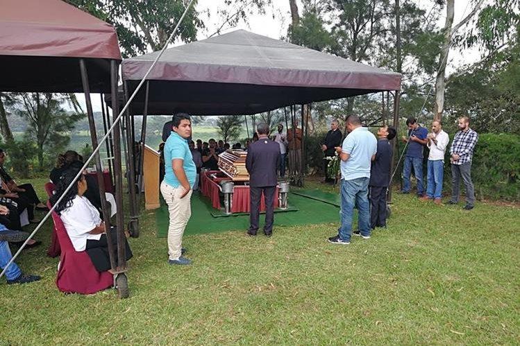 Sepelio de Mohammad Hashem Suleiman Arabyat en un cementerio de Mixco, Guatemala. (Foto Prensa Libre)