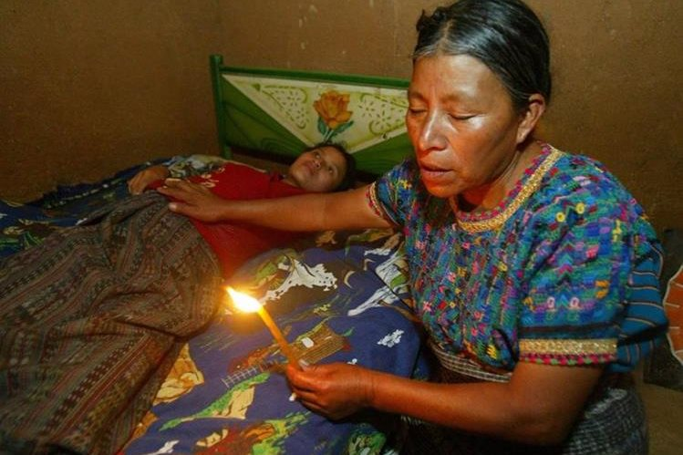 Se calcula que en el país trabajan cerca de 22 mil 500 comadronas principalmente en la provincia (Foto Prensa Libre: Hemeroteca)
