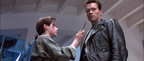 Escena de la película Terminator II donde la inteligencia artificial supera a la inteligencia humana.