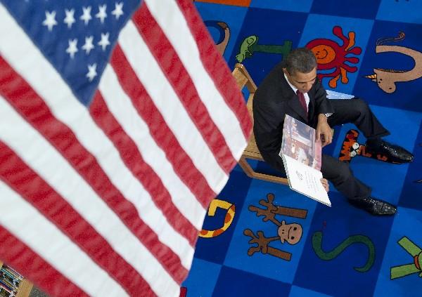 Barack Obama leyó un libro a los estudiantes de Long Branch en Arlington, Virginia.(AFP).