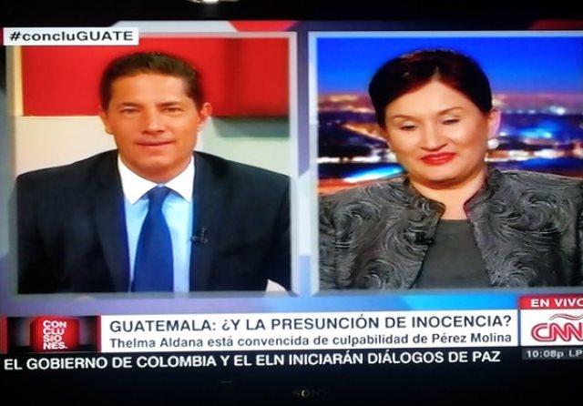 Fernando del Rincón y Thelma Aldana, durante la entrevista. (Foto Prensa Libre: MP)