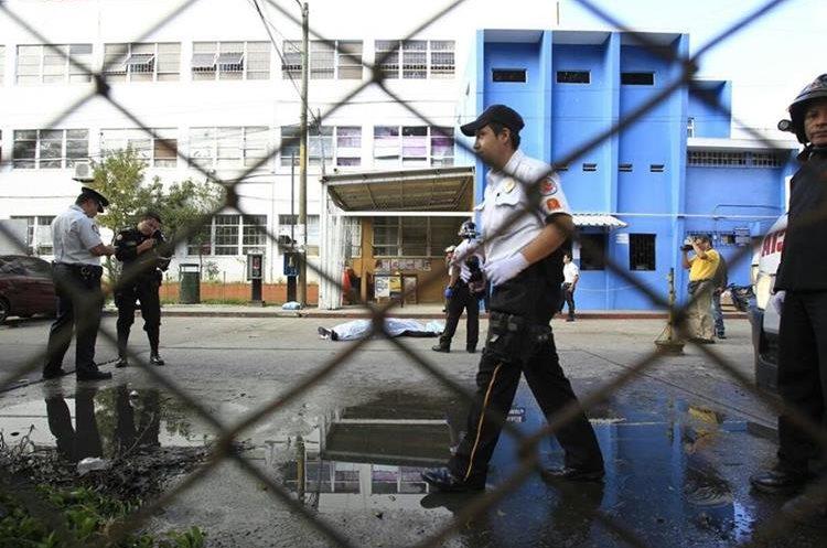 La balacera en el Hospital Roosevelt dejó siete víctimas y 13 heridos, confirmó el director de ese nosocomio. (Foto Prensa Libre: Carlos Hernández)