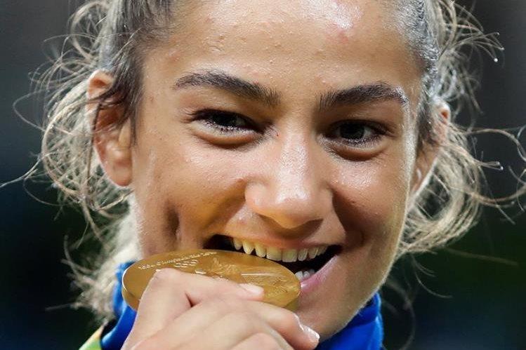 Kelmendi entró a la historia de su país y de los Juegos Olímpicos. (Foto Prensa Libre: AP)