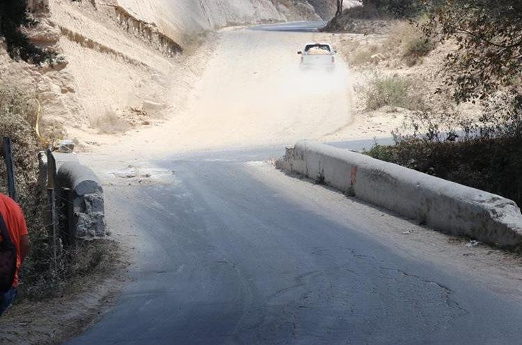 Para evitar una tragedia, Conred determinó impedir el paso sobre la estructura dañada. (Foto Prensa Libre: Héctor Cordero)