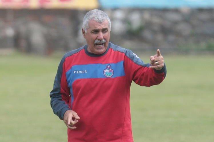 Manuel Keosseián también dirigió a los rojos del Municipal en el 2011. (Foto Prensa Libre: Hemeroteca PL).