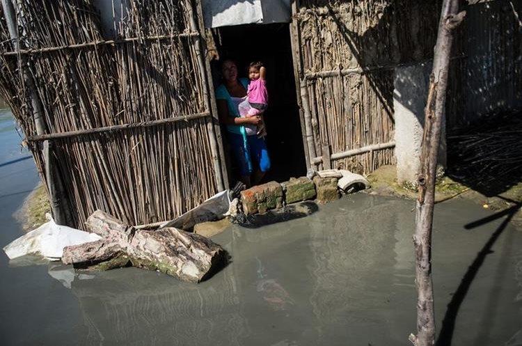 El número de viviendas dañadas por las inundaciones en Perú asciende a 149 mil. (Foto Prensa Libre: AFP)