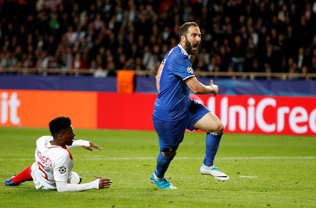 Gonzalo Higuaín celebras tras marcar el primer gol de la Juventus contra el Mónaco.