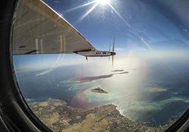 El avion solar Solar Impulse 2 logró dar la vuelta al mundo.