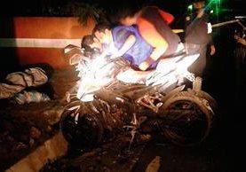 Un agente  de la PNC murió y dos resultaron heridos en un accidente de tránsito en Catarina, San Marcos. (Foto Prensa Libre: Aroldo Marroquín)