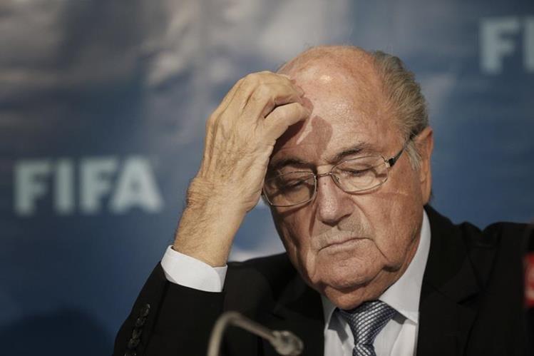El ex presidente de la FIFA, Joseph Blatter, enfrenta ahora un caso de soborno. (Foto Prensa Libre: AP)